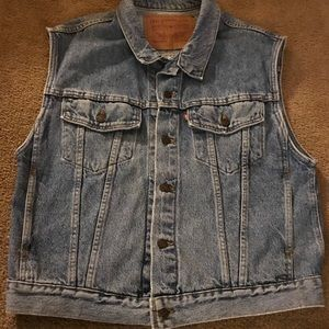 Levi's Jean jacket large sleeveless.